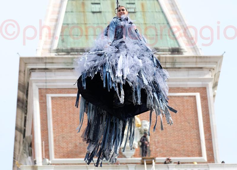 Melissa Satta l'Aquila al Carnevale 2017 di Venezia