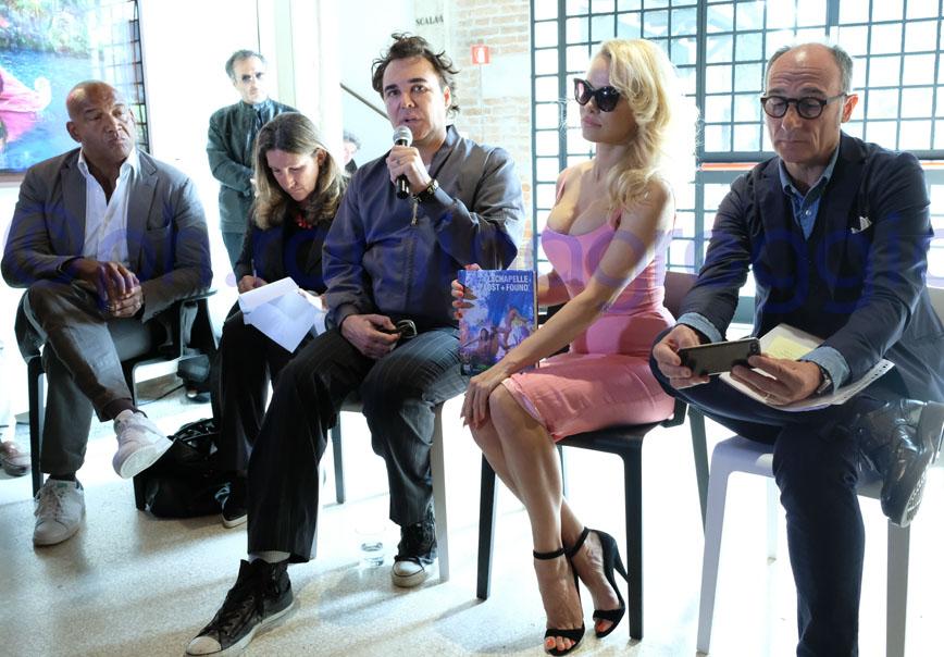 David LaChapelle e Pamela Anderson presentano Lost+Found